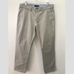 Tommy Hilfiger Men's Light Gray Chino Pants